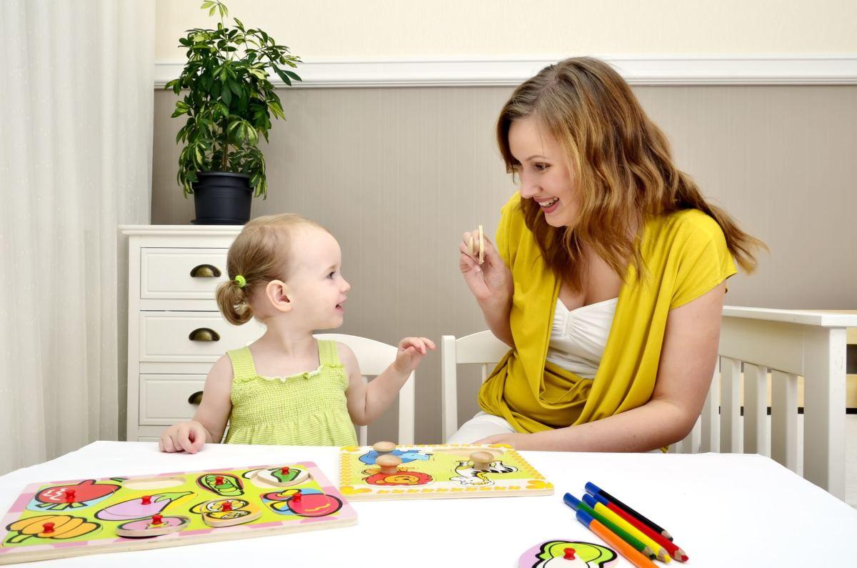 Картинки мама и дети играют