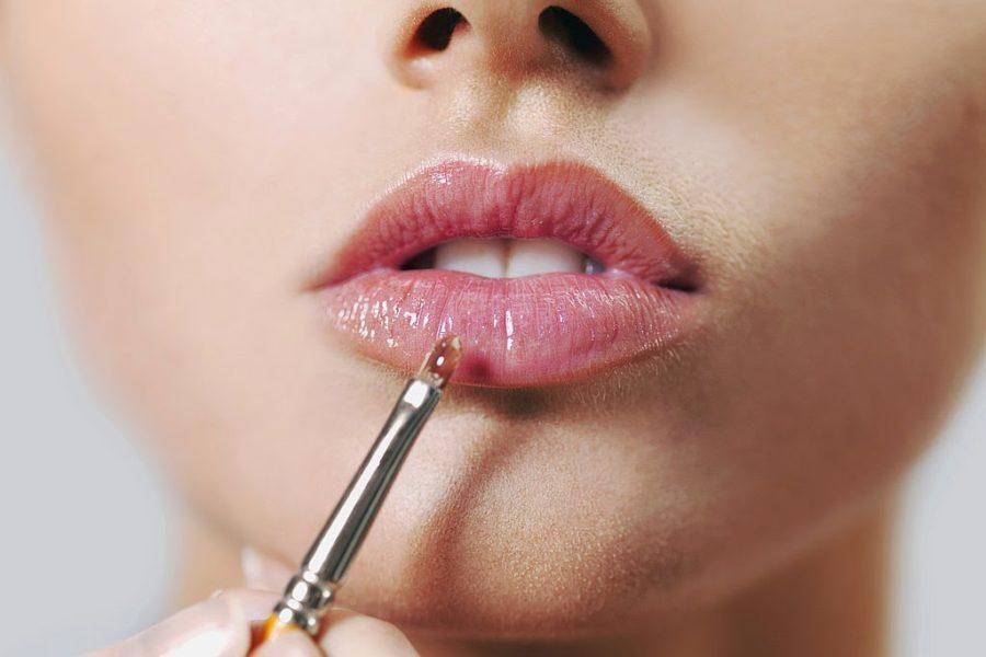 Как зрительно увеличить губы: мейкап-хитрости
